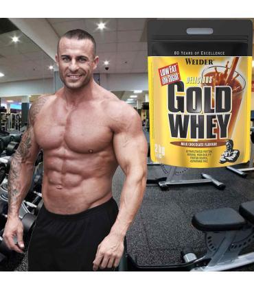Roberto Remacho con proteína Weider Gold Whey