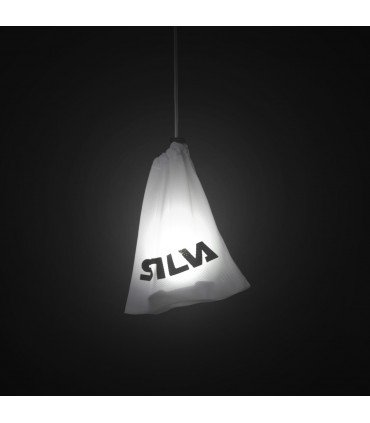 Demostración de como ilumina la funda para colgar Silva